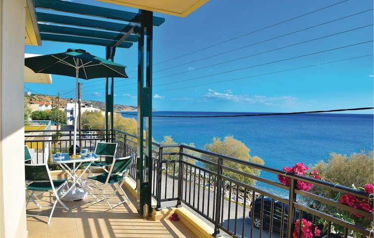 Holiday apartment with 4 bedrooms on 105 m² in Keratokambos