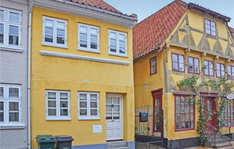 Terraced house with 1 bedroom on 77m² in Assens