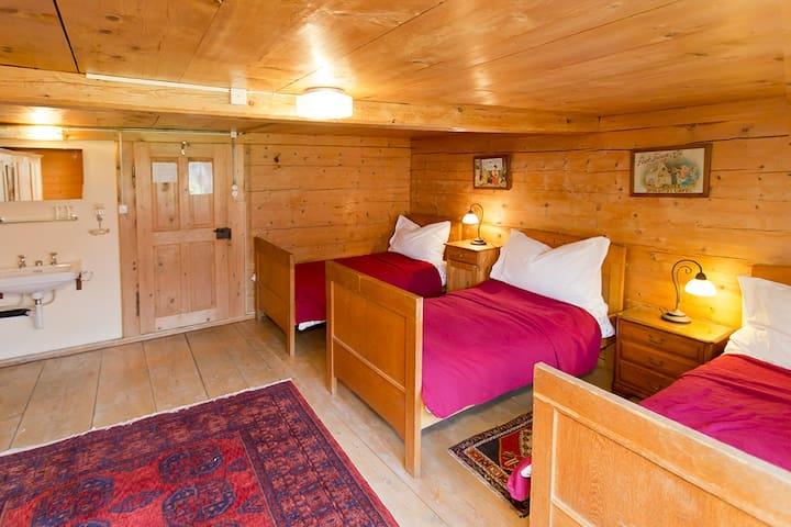 Pension Gimmelwald,  3-4p. room I
