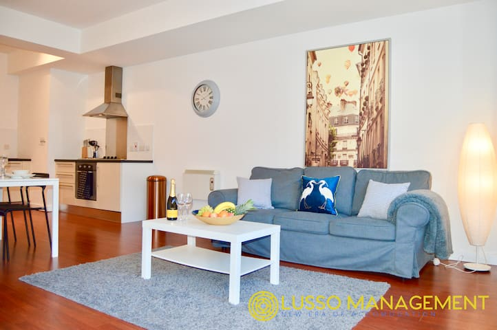 Spacious 1Bed Apt in the heart of City Central9949