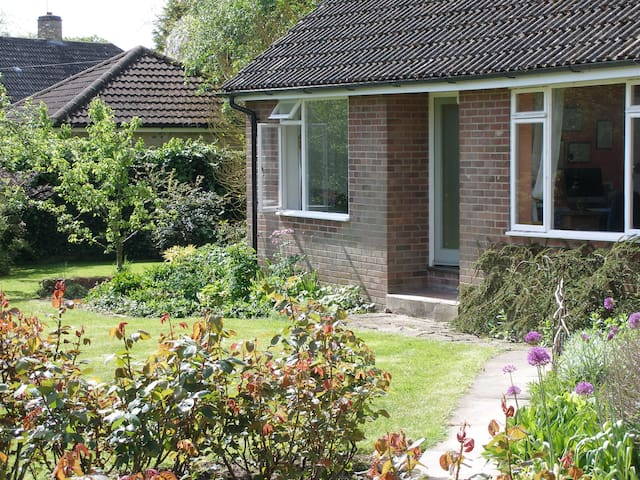 The Garden Cottage, Stapleford - Stapleford - Hus