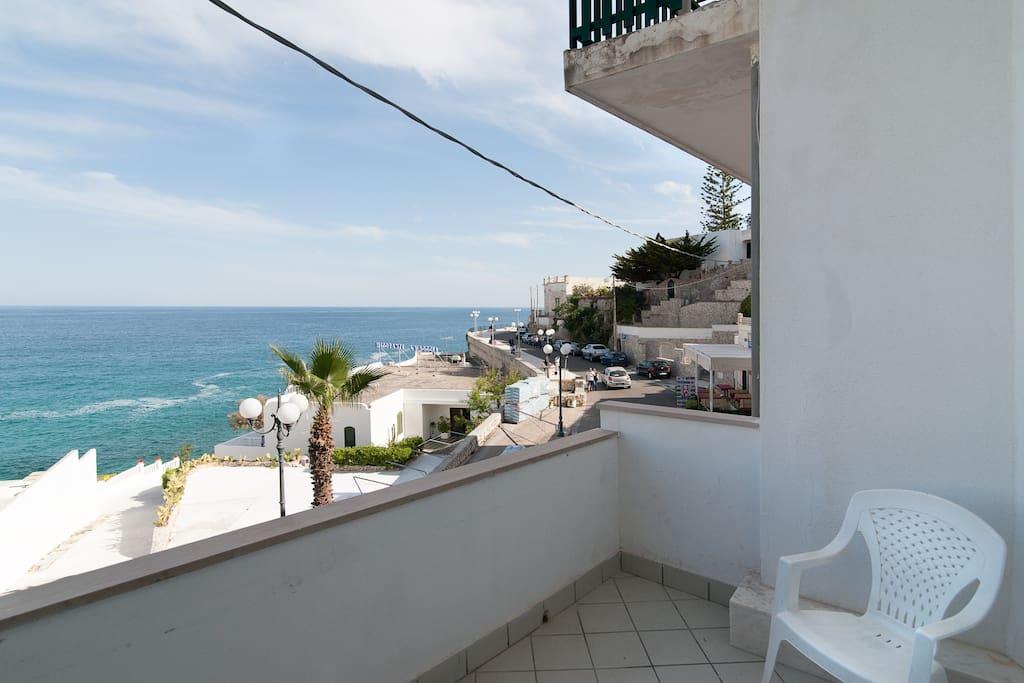 Ampio balcone vista mare