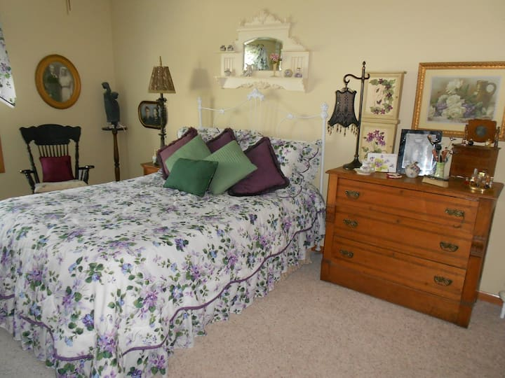 Charming & comfortable two bedroom