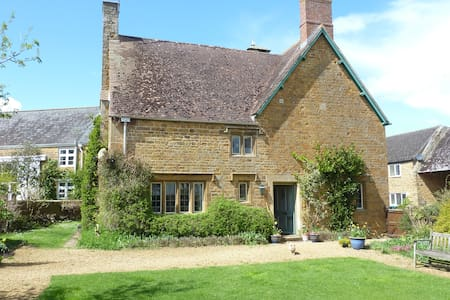 Period cottage with enclosed gdn, Milton Village - Banbury - Bed & Breakfast