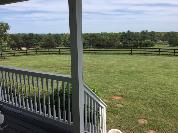 Perfect Equestrian Lodging-minutes to TIEC