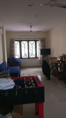 Private room in a 2bhk close to Khar Subway