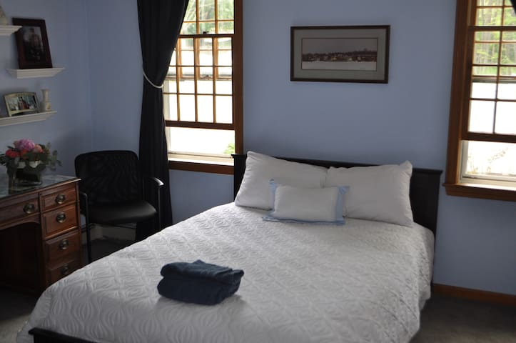 Cozy, Friendly & Close to Boston - Hingham - Дом