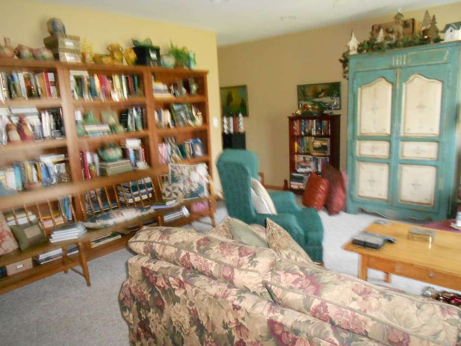 Adjoining family room and library......