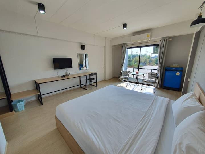 Spacious City View Room at Kwan Riam Mansion