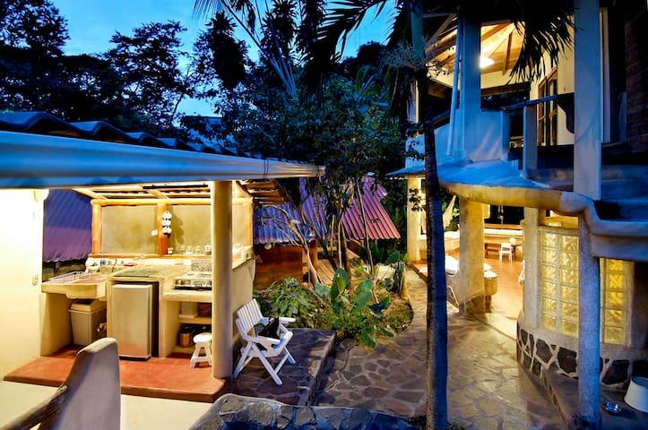 Casa Tiburon Surf House Tamarindo - Tamarindo - Rumah