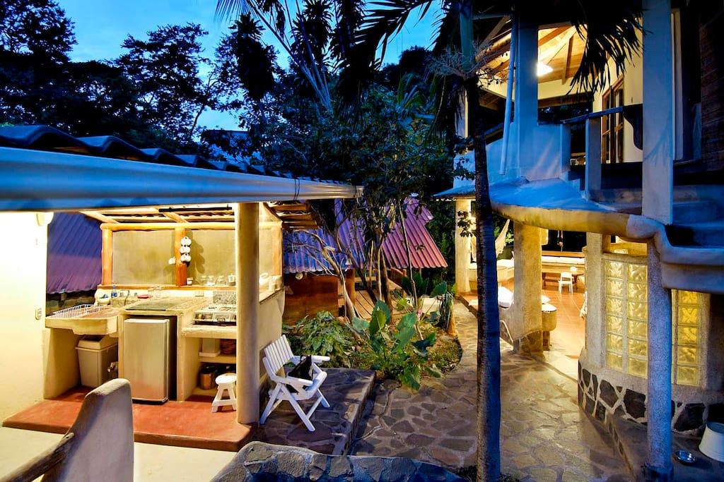 Casa tiburon surf house tamarindo case in affitto a for Case affitto costa rica