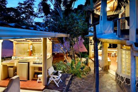 Casa Tiburon Surf House Tamarindo - 塔马林多 - 独立屋