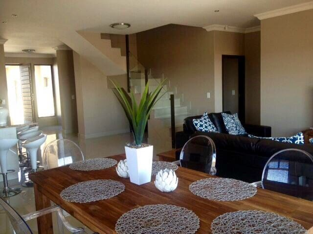 Spacious & Mod 3 bedr house with partial sea view