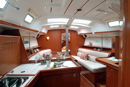 Skippered Charter - Boot