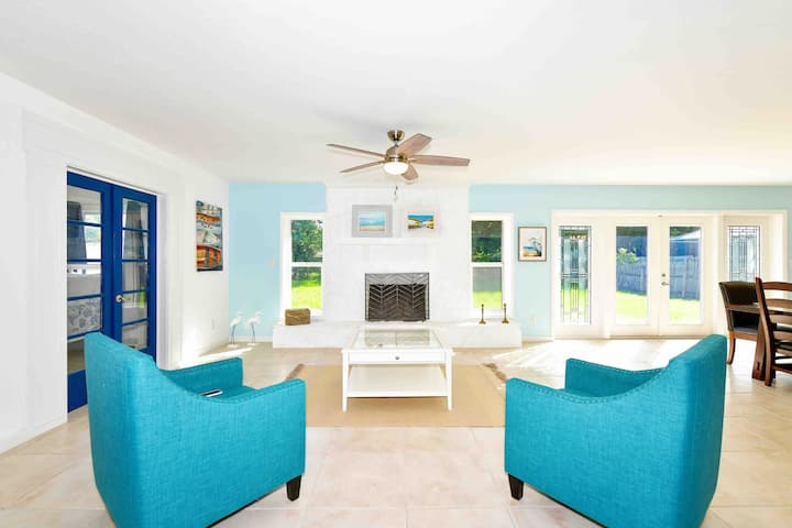 Private, updated 3/2 house, minutes to Anna Maria!