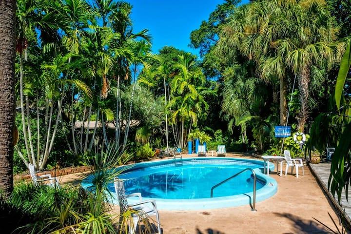 2BR 2 Bath Tropical Getaway