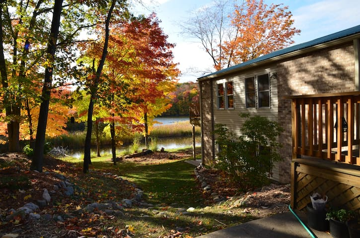 Gorgeous River Retreat - Lansing - Rumah