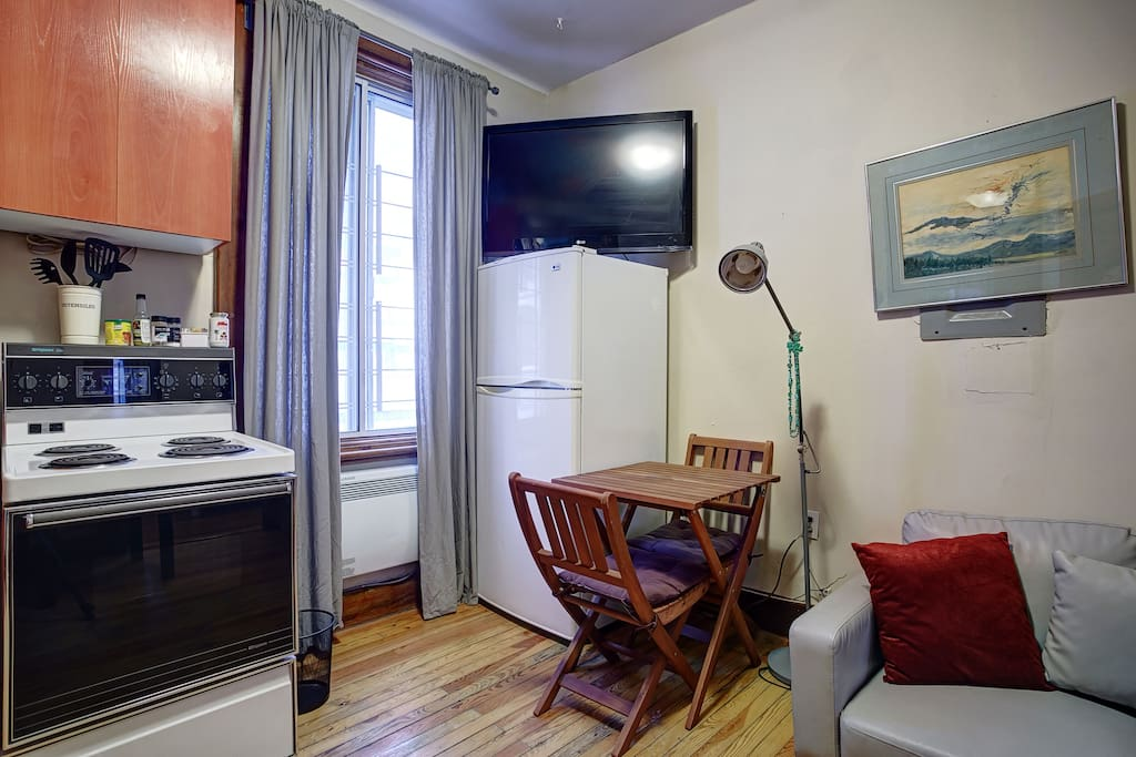 1 Bedroom Hide Away In Heart Of Downtown Apartments For Rent In Montr Al Qu Bec Canada