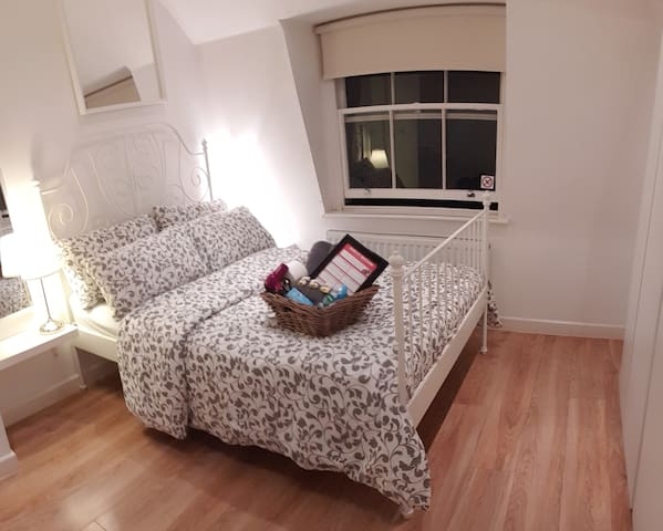 Piccadilly Circus 4.1 Cute Double Room