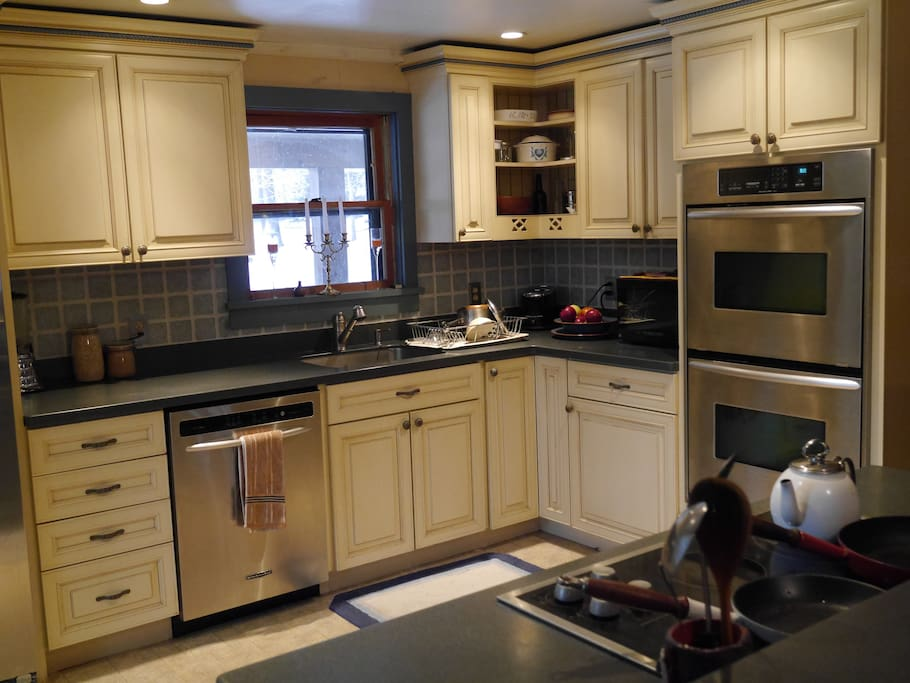 Fully equipped, modern kitchen.