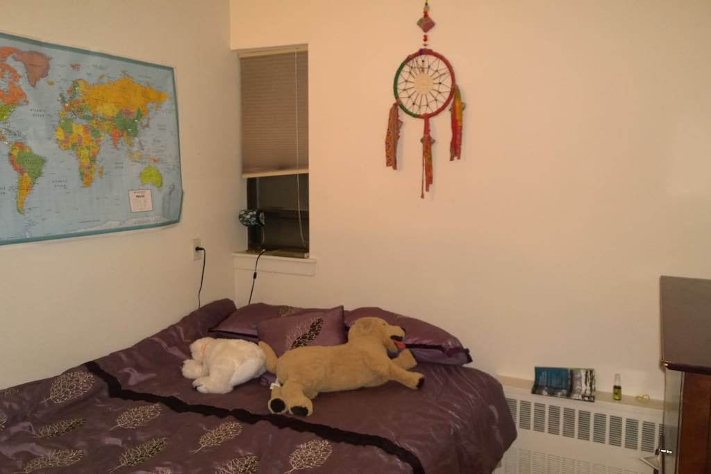 Bedroom, queen size bed.