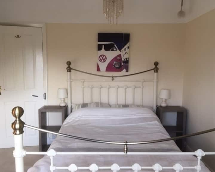 Friendly Wirral home: Both Rooms with Bathroom