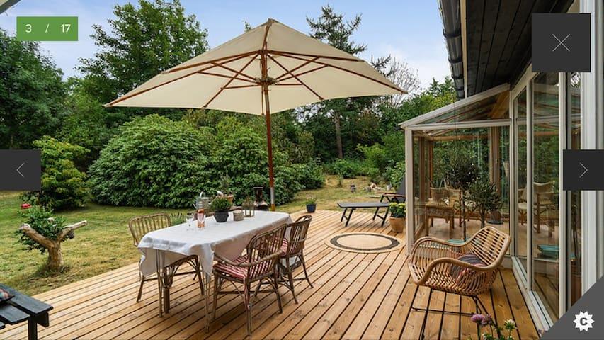 Skønt sommerhus, 114 m2 på parklignende naturgrund