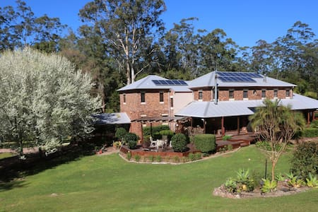 AmaRoo Est country Retreat pet Friendly Room1