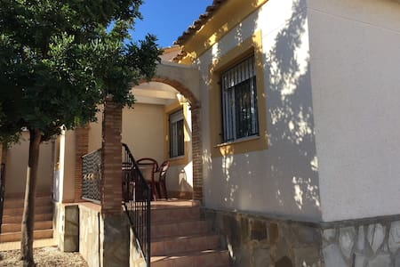 Bungalow 10min Benidorm - Polop - บังกะโล