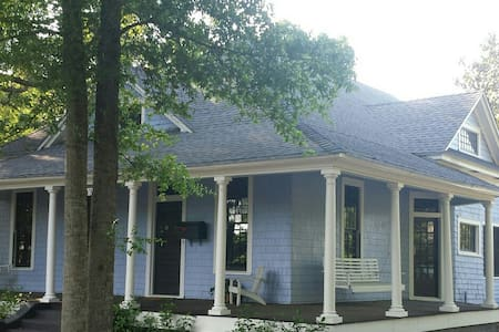 Restored 1906 Bungalow in East Hill