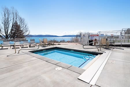 Condo w/ private patio and access to shared pool/hot tub/tennis courts!