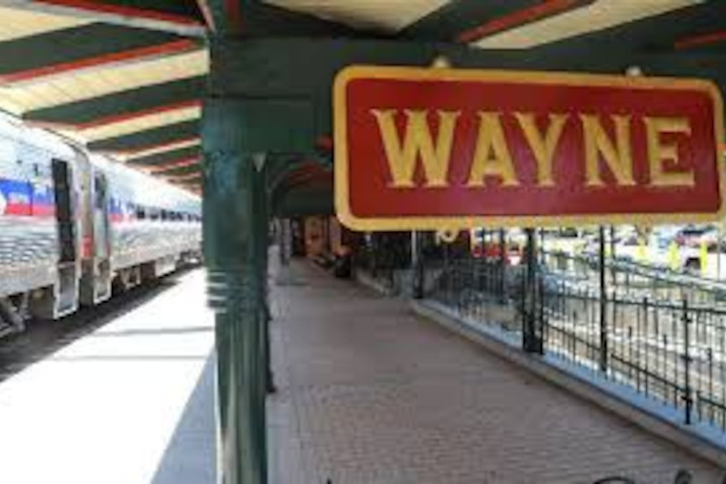 Walking distance to Wayne Train Station - 35 min ride to Philadelphia