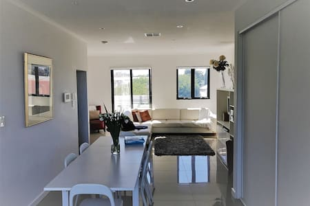 Luxury, Location & Lifestyle! - North Adelaide - Rivitalo