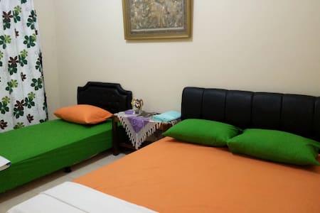 Mettaloka GuestHouse Group Room with AC - Borobudur