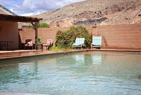 Private Suite with pool near Zion