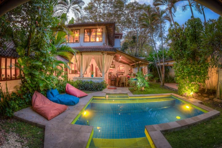 5 bdroom/4Bth Villa,Pool,Seminyak Beach, H.S.WIFI!