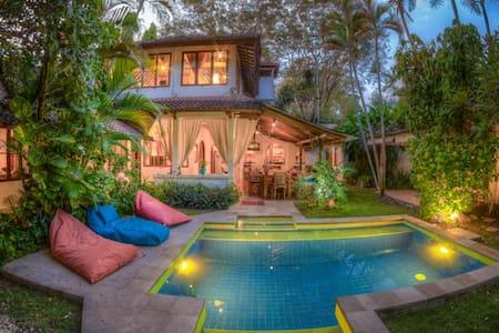5 bdroom/4Bth Villa,Pool,Seminyak Beach, H.S.WIFI! - Denpasar - Villa