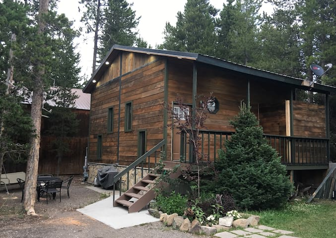 Aspen Lodge, private, beautiful & fully furnished