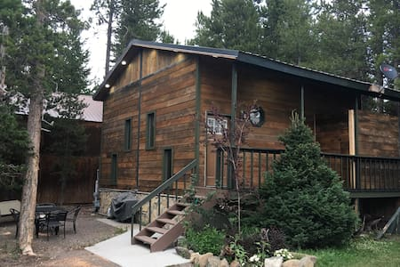 Aspen Lodge, private, beautiful & fully furnished