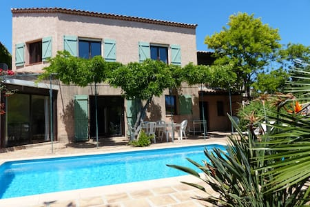 Lovely house with heated pool ,by the beach 400m - Carqueiranne