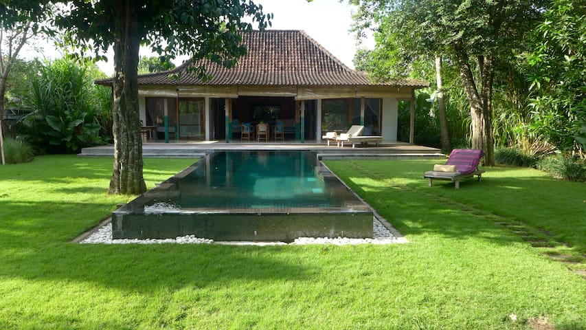 Beach 2bdr Villa with Pool and Cook