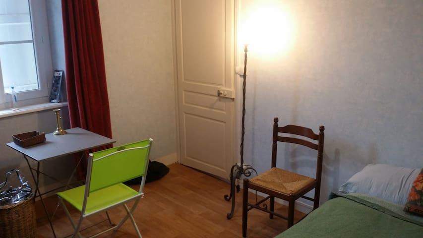 Hébergement en maison bourg et gare - Saint-Germain-les-Belles - Huis