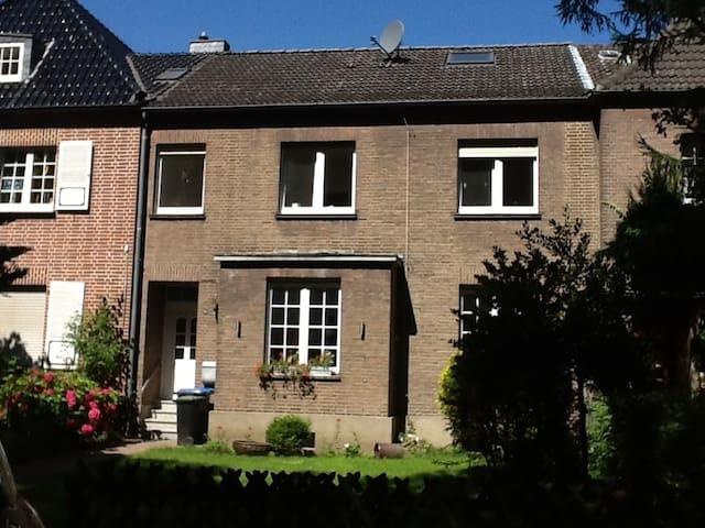Möblierte Erdgeschosswohnung - Wesel - Apartment