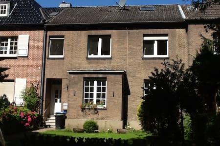 Möblierte Erdgeschosswohnung - Wesel - 아파트