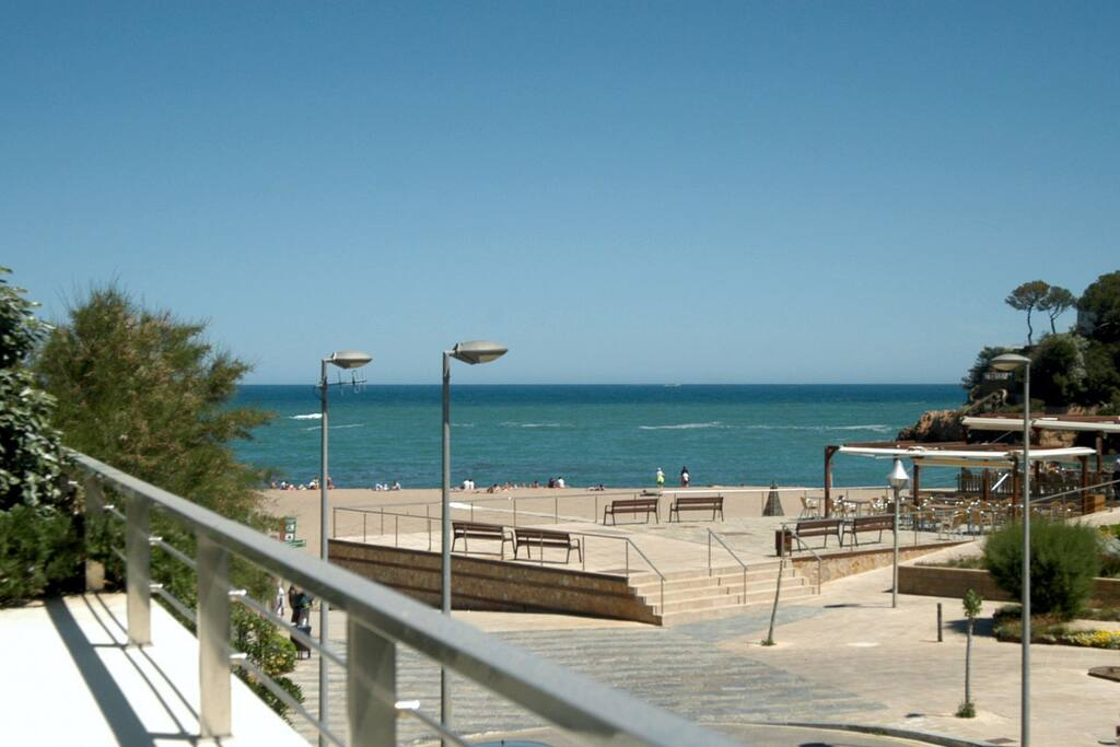 Casa moderna en 1 l nea playa de sa riera begur casas for Casa moderna gta sa