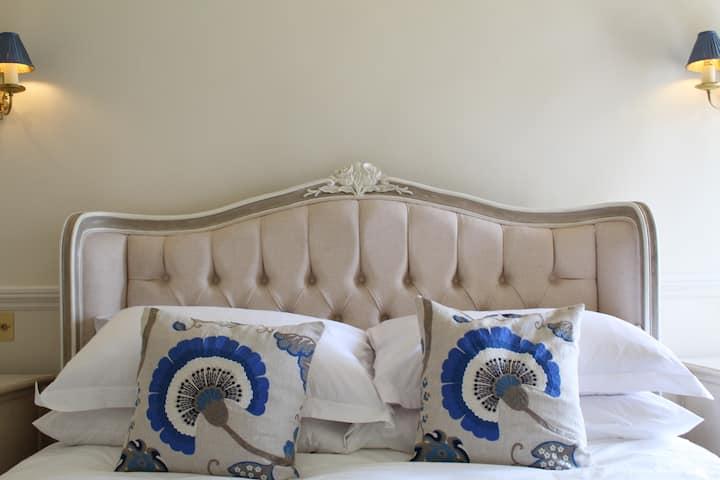 "Luxury Country Bed & Breakfast ""The Cedar Suite"""