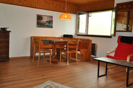 moderne Wohnung in kleinem Bergdorf - Calanca - Apartamento