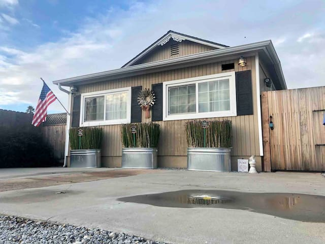 BEACH BUNGALOW! A FAMILY GET-A-WAY FOR RELAXATION