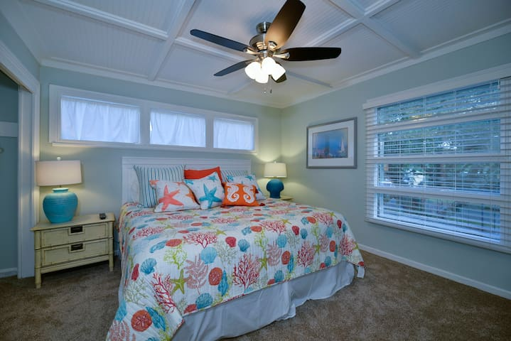 """""""Main House"""" King Size Cozy Bed"""