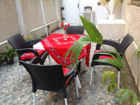 Ground floor - Air conditioned - 2 Rooms (BR & LR)